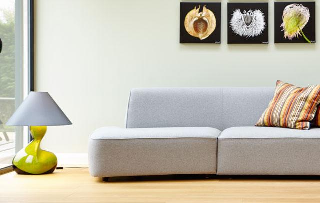Zuhause bleiben und auf der Couch Musik hören